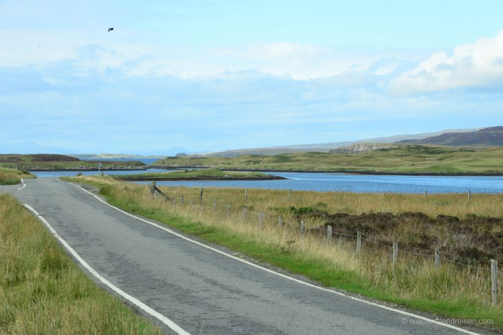 unterwegs auf schmalen Straßen auf der Isle of Skye