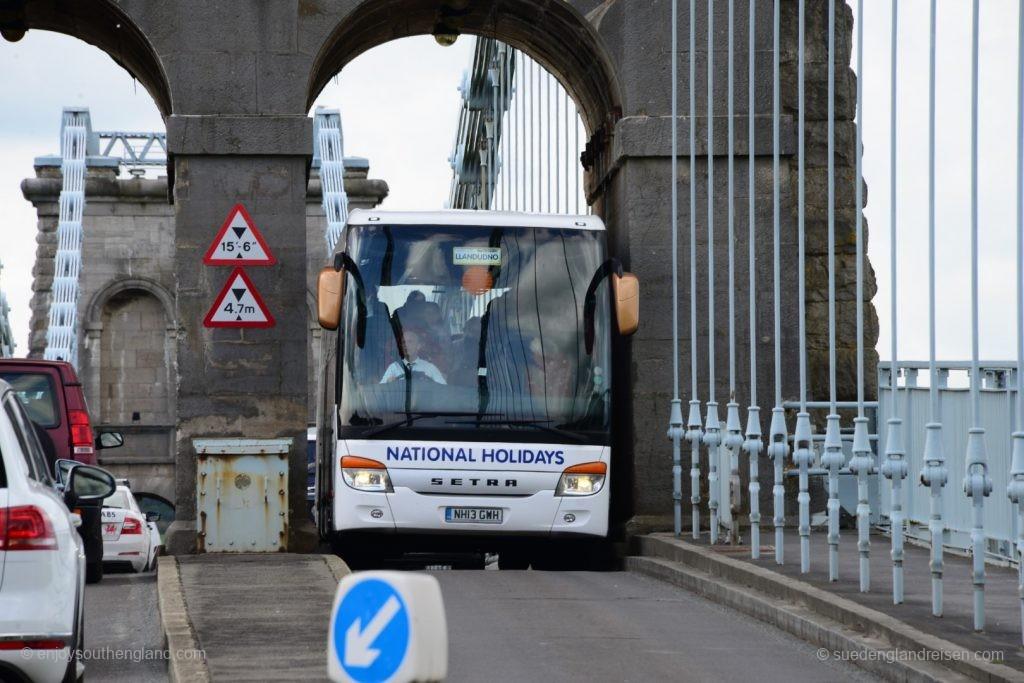 Die Brücke nach Anglesey wurde nicht wirklich für Fahrzeuge heutiger Größe gebaut