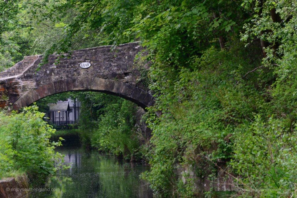 entlang des Kanals zu den Horseshoe-Falls