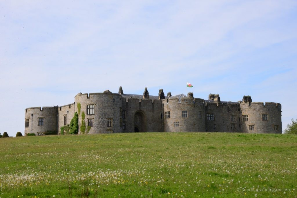 Mächtig drohnt Chirk Castle