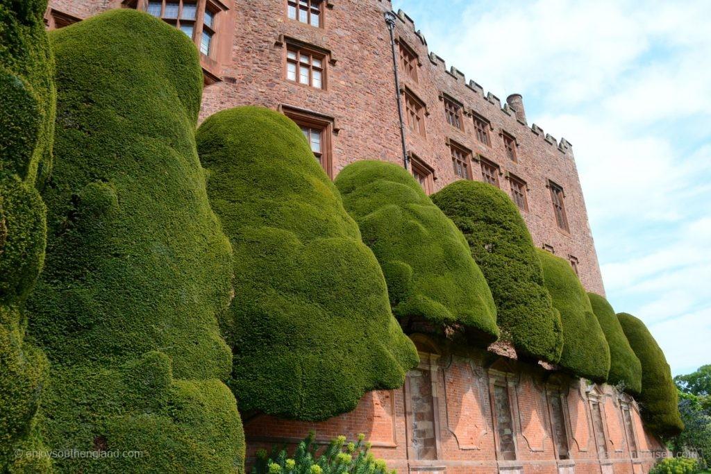 Powis Castle mit seinen unglaublichen Hecken
