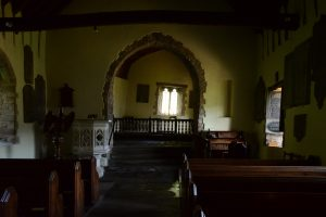 Das Innere der Kirche von Cwmyoy