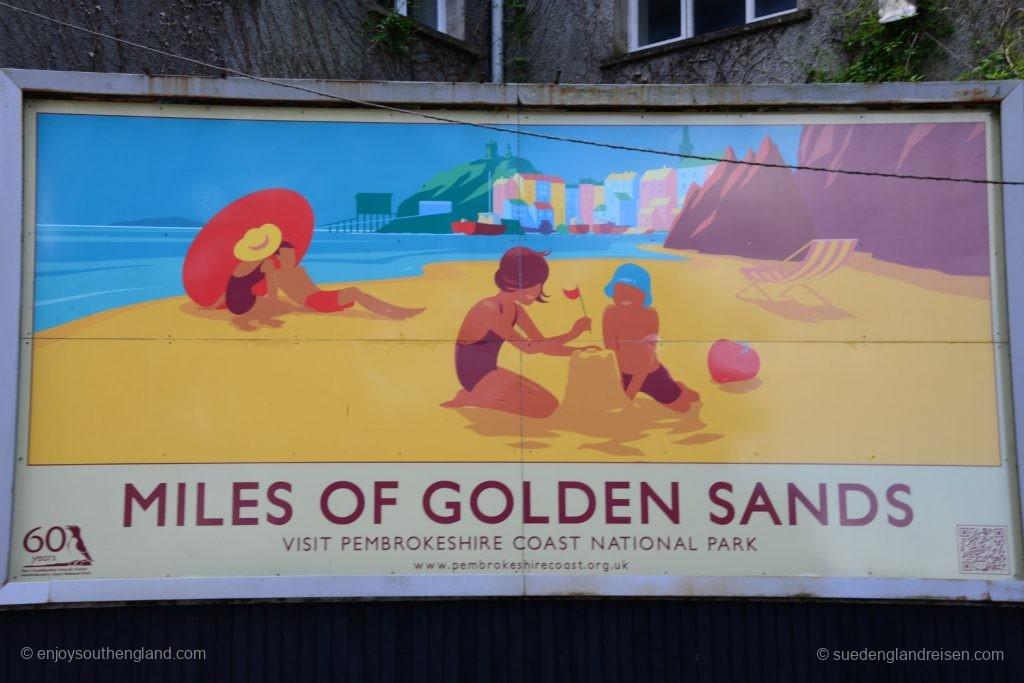 alte Werbeplakete für Urlaub an der Pembrokeshire Coast