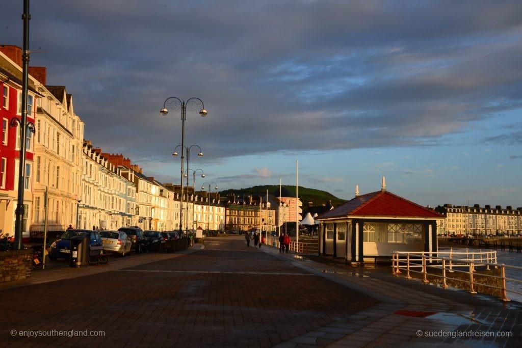 An der Strandpromenade von Aberystwyth