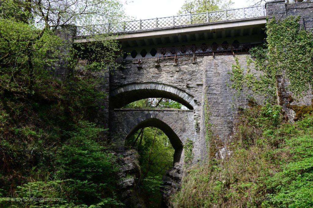 Devils Bridge - drei Generationen von Brücke übereinander