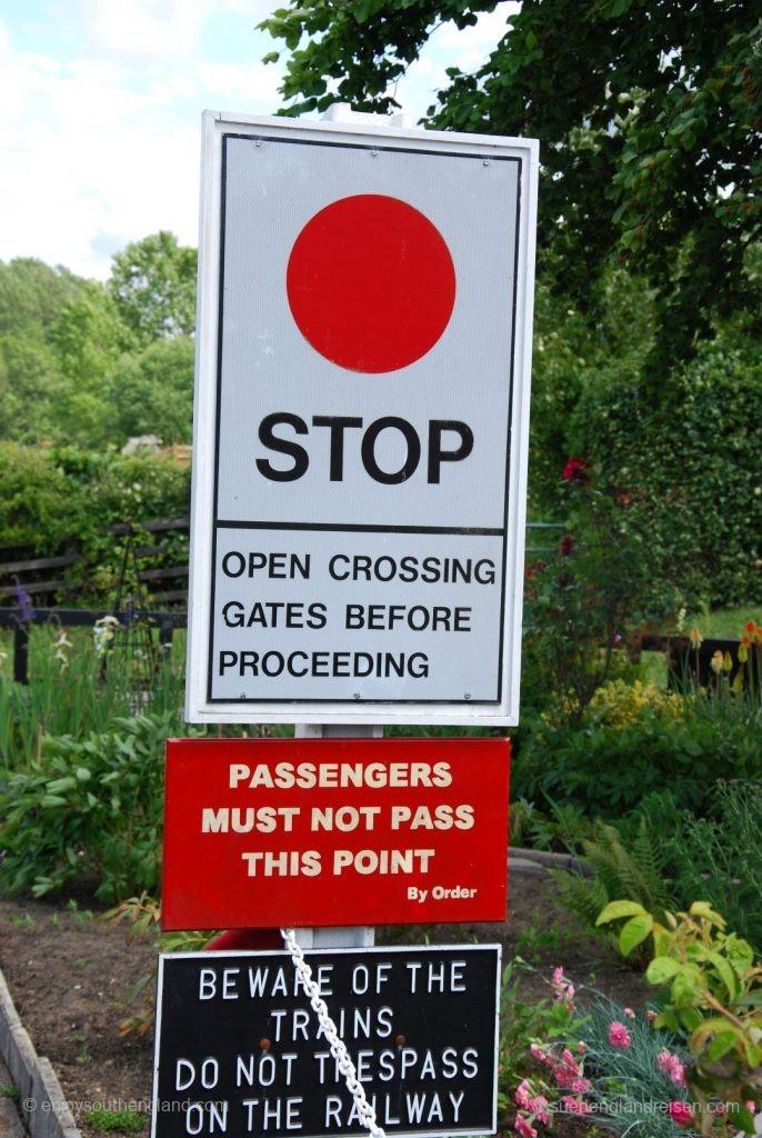 Kent & East Sussex Railway - Warntafel für den Lokführer