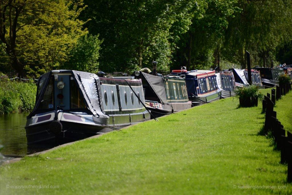 Narrow Boats und viel Natur - eine perfekte Symbiose, wenn die Dieselmotoren nicht wären.
