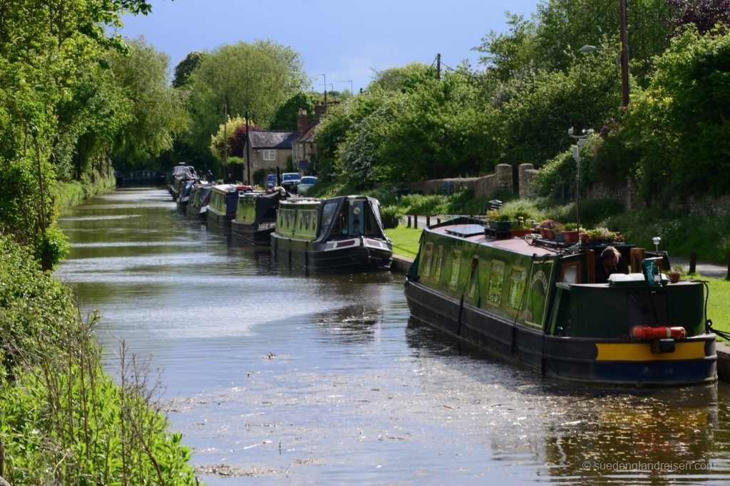 Narrow Boats - eines hinter dem anderen