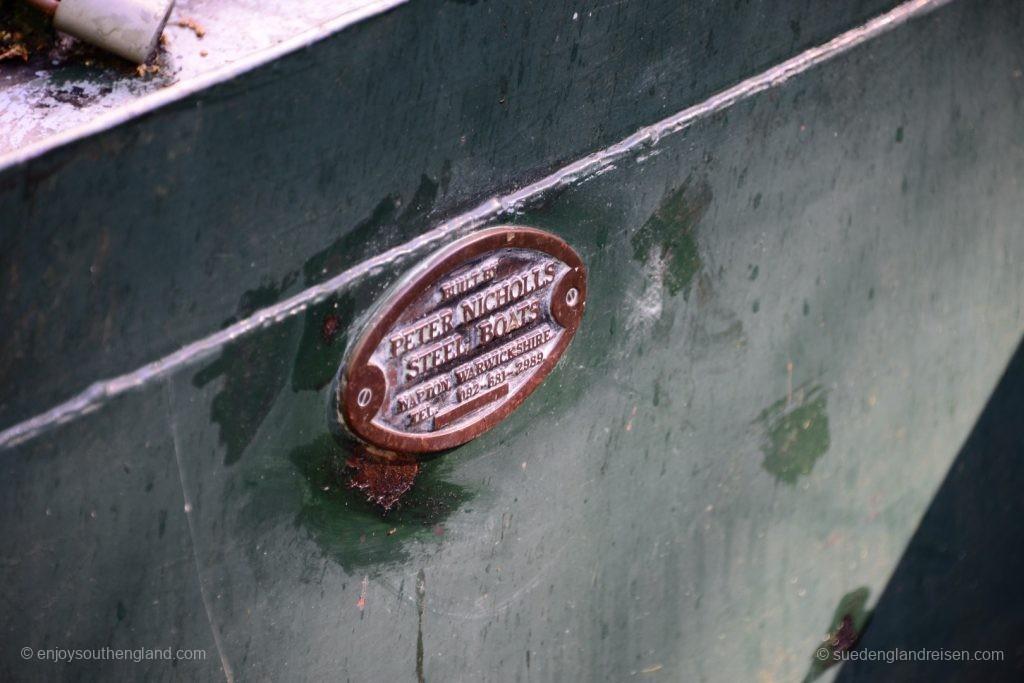 Herstellerplakette an einem Narrow Boat